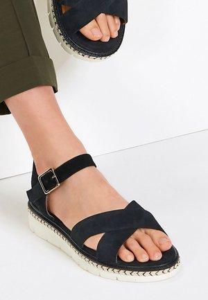 FOREVER COMFORT  - Sandalen met plateauzool - black