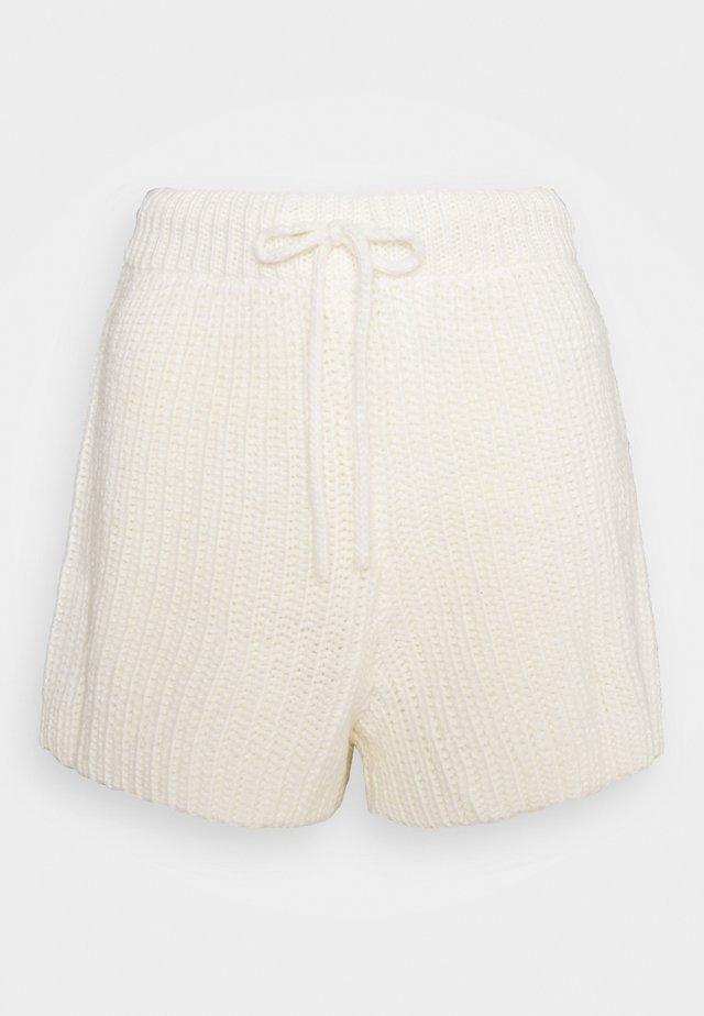 FREJA - Shorts - white