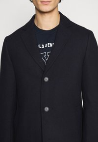 Isaac Dewhirst - LARGE OPTION - Short coat - dark blue - 5