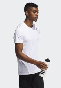 adidas Performance - TECHFIT COMPRESSION T-SHIRT - T-shirt - bas - white - 2