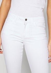 Vero Moda - VMTANYA PIPING - Jeans Skinny Fit - bright white - 4