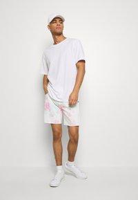 Levi's® - PRIDE 501® '93 SHORTS - Shorts di jeans - pride faded tie dye - 1