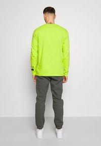 Nike Sportswear - CLUB PANT - Pantalon de survêtement - charcoal heathr/anthracite - 2