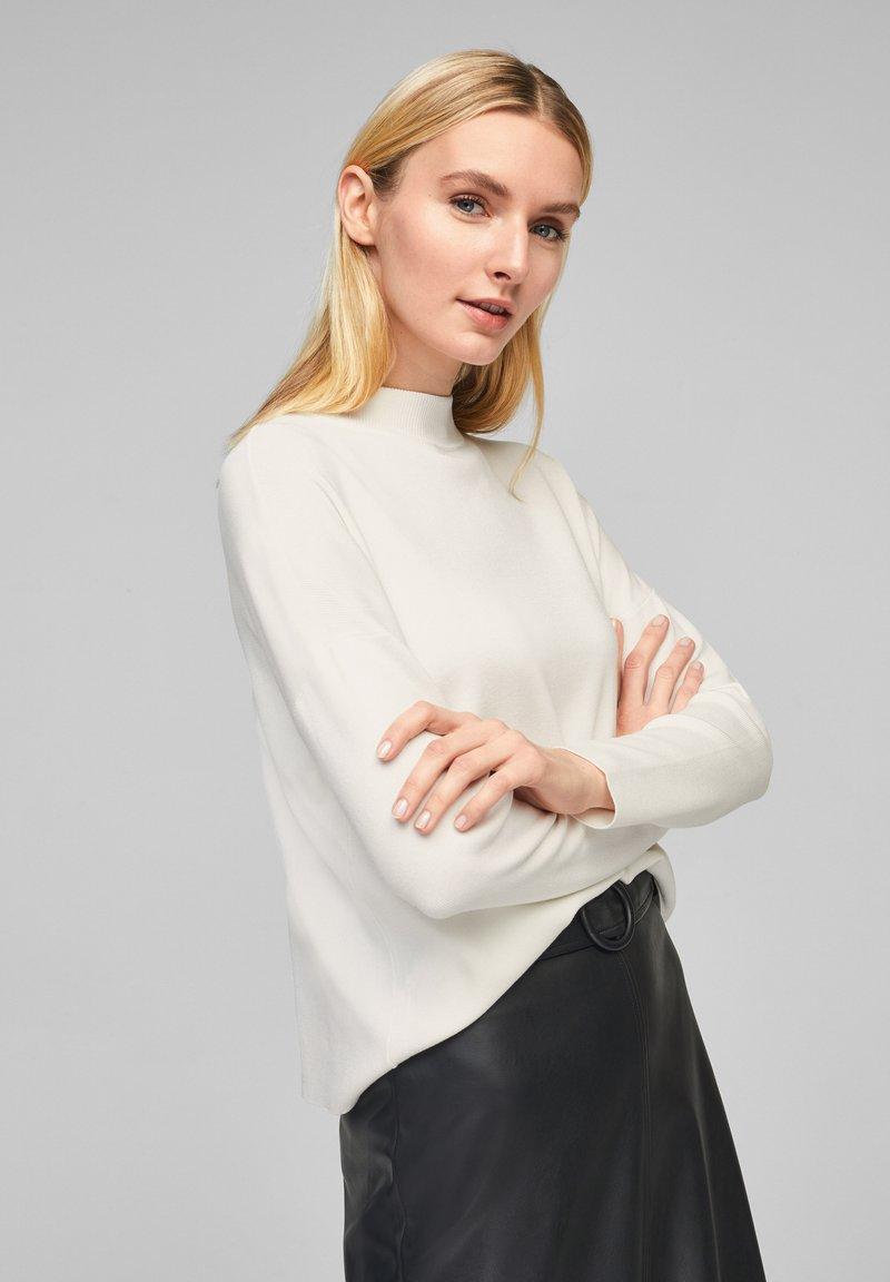 s.Oliver BLACK LABEL - MIT DROPPED SHOULDERS - Pullover - soft white