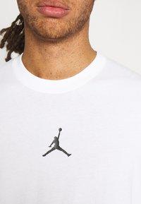Jordan - DRY AIR - T-shirt basic - white/black - 3