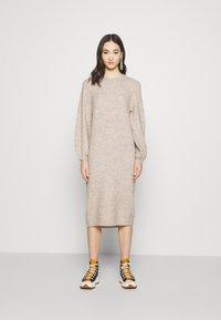 YAS - YASSIBYLLA  - Pletené šaty - sandstorm/sandstorm melange - 0