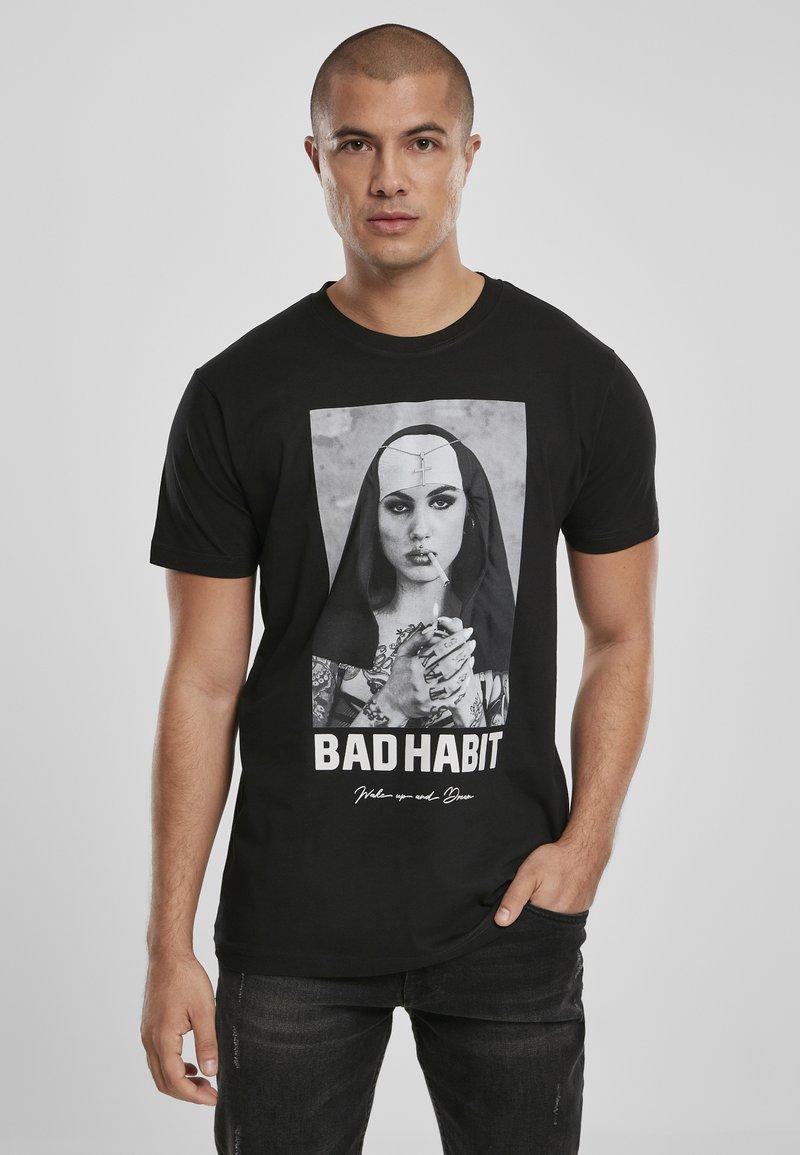 Mister Tee - BAD HABIT - T-shirt med print - black