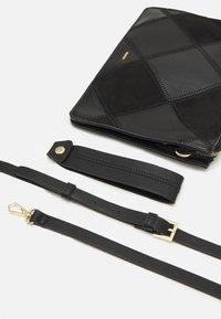 PARFOIS - HAND BAG ROMEO - Handbag - black - 3