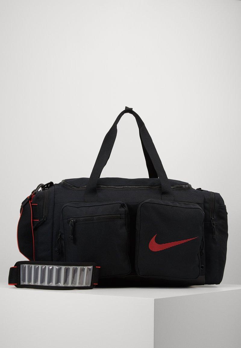 Nike Performance - UTILITY M DUFF - Sports bag - black/track red