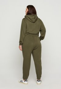 Zizzi - Tracksuit bottoms - ivy green - 1