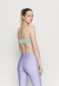 Cotton On Body - WORKOUT YOGA CROP - Light support sports bra - mint - 2