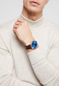 Swatch - SKIN IRONY - Horloge - wind - 0