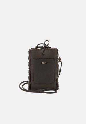 RAQUEL - Phone case - dark brown