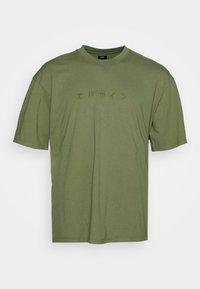 Edwin - KATAKANA EMBROIDERY - Print T-shirt - martini olive - 0
