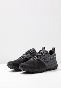 Mammut - SAENTIS LOW MEN - Hikingsko - black/dark titanium - 2