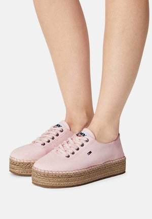 ESSENTIAL FLATFORM - Casual lace-ups - light pink