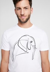 Pier One - T-shirt z nadrukiem - white - 4