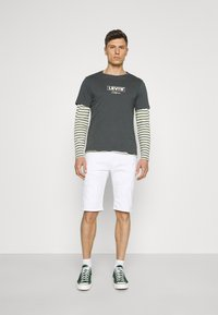 INDICODE JEANS - COMMERCIAL KEN HOLES - Shorts di jeans - offwhite - 1