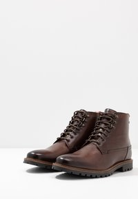 Base London - CALLAHAN - Botki sznurowane - washed brown - 2