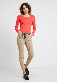 Marc O'Polo - LULEA - Trousers - norse sand - 1