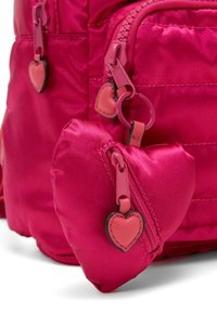 Guess - TILLY SMALL BACKPACK - Rugzak - fuxia - 3