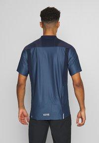 Gore Wear - ZIP TRIKOT - Print T-shirt - deep water blue/orbit blue - 2