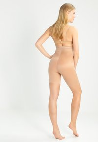 Spanx - SKINNY BRITCHES - Shapewear - naked - 2