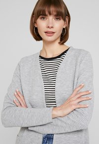 ONLY - ONLKIMBERLY JOYCE LONG CARDIGAN - Strikjakke /Cardigans - light grey - 3