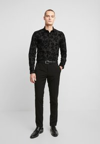 Twisted Tailor - KATRIN FLORAL  - Camicia elegante - black - 1