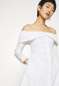 Who What Wear - THE OFF THE SHOULDER DRESS - Shirt dress - white - 4