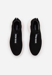 Steve Madden - VANTAGE - Sneakersy niskie - black/white - 3