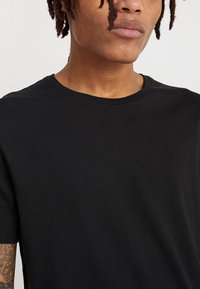 Zalando Essentials - 5 PACK - Basic T-shirt - black - 4