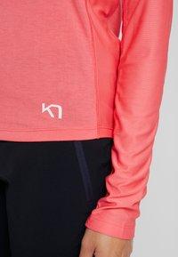KariTraa - CAROLINE  - Koszulka sportowa - kiss - 6