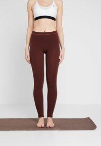 Yogasearcher - ASANA - Legging - cacao - 0