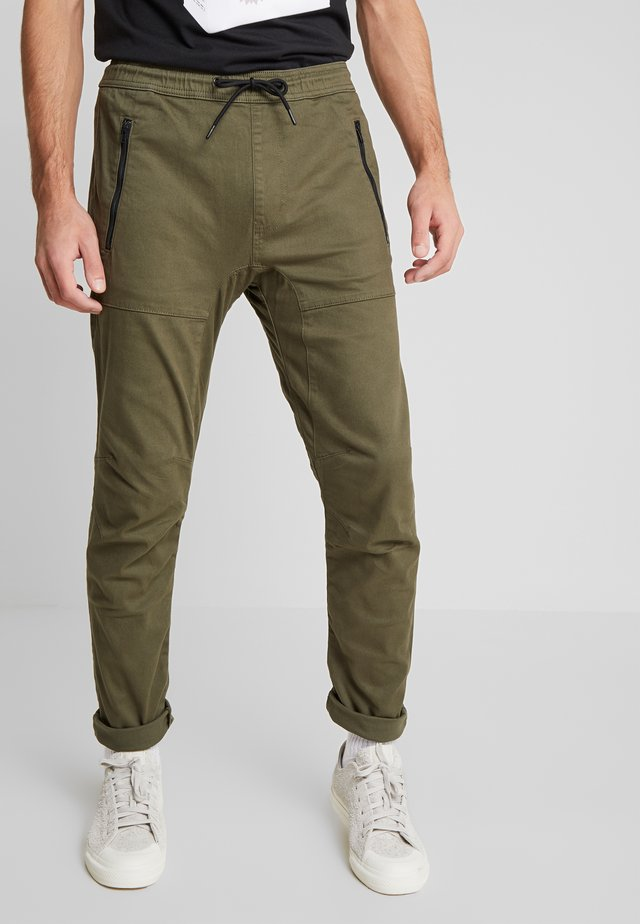 UTILITY STRETCH PANTS - Cargohose - army