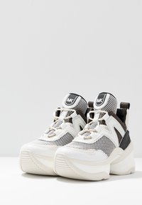 MICHAEL Michael Kors - OLYMPIA TRAINER - Sneakersy niskie - black/optic white - 4