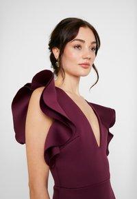 True Violet - LABEL CUT OUT SHOULDER GOWN - Occasion wear - berry - 4