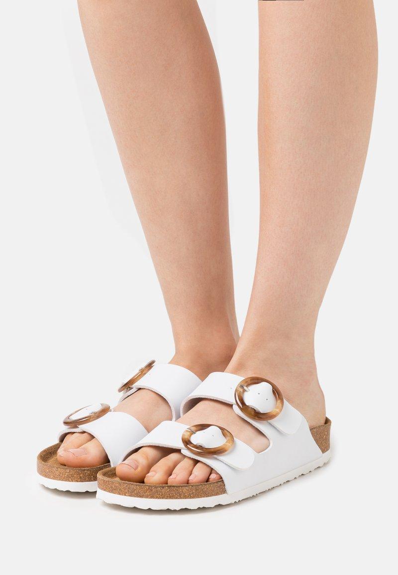 Rieker - Slippers - weiß