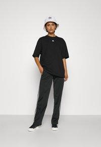 adidas Originals - TEE - Basic T-shirt - black/white - 4