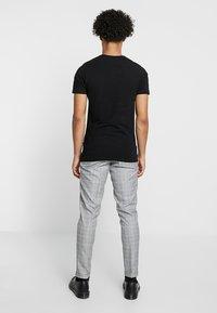 Burton Menswear London - CHAMB  - Trousers - blue - 2