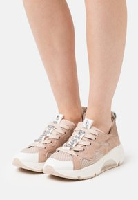 Alpe - AMELIE - Sneakersy niskie - nude - 0
