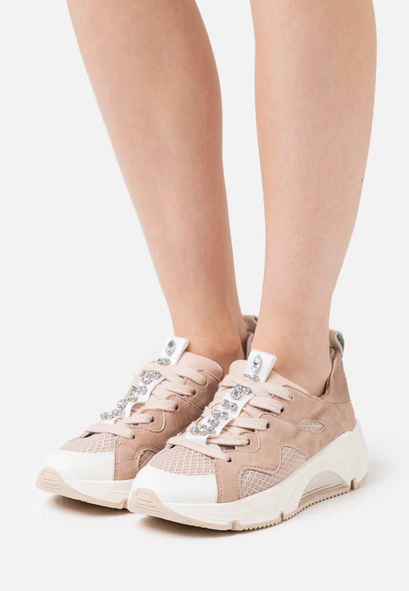 Alpe - AMELIE - Sneakersy niskie - nude