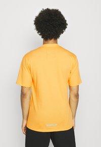 Caterpillar - POWER TEE - T-shirt med print - yellow - 2
