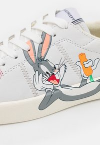 MOA - Master of Arts - FLIPS - Trainers - white - 6