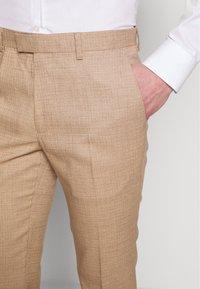 Topman - DAX DENZEL - Pantaloni eleganti - stone - 3