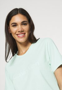 Calvin Klein Underwear - COMFORT CREW NECK - Pyjamapaita - aqua luster - 3
