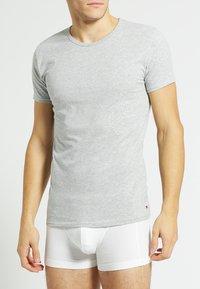 Tommy Hilfiger - 3 PACK - Undershirt - black/grey heather/white - 3