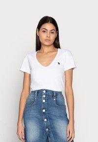 Abercrombie & Fitch - WHOLESALE 3 PACK - T-shirt - bas - black/black/ white - 4