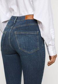 Vero Moda Petite - VMSOPHIA SKINNY JEANS PETI - Jeans Skinny Fit - medium blue denim - 3