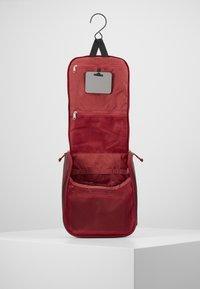 Deuter - WASH CENTER II - Wash bag - cranberry/maron - 5